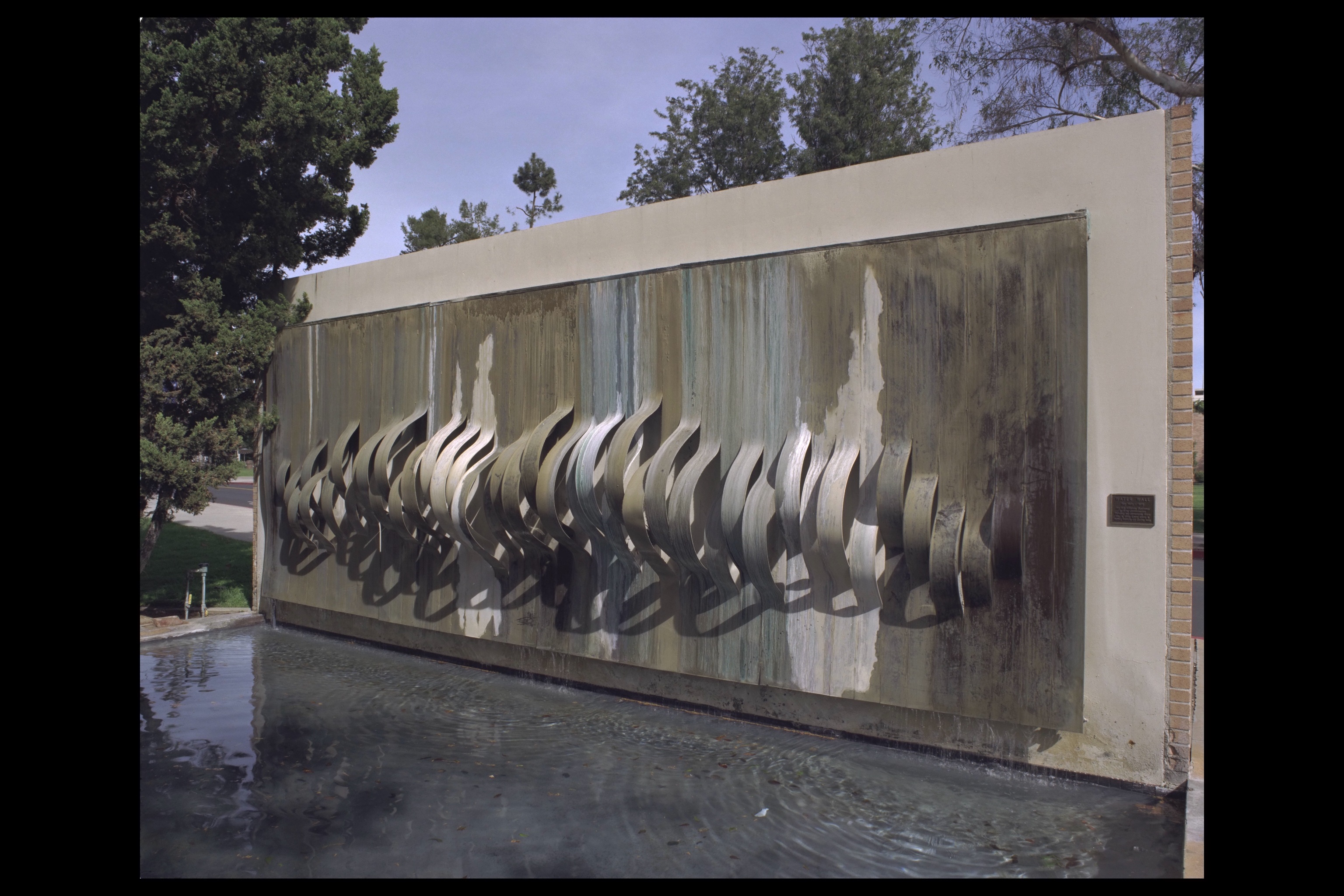 Cal state fullerton water wall waterfall walls pinterest for Outdoor wall waterfall design